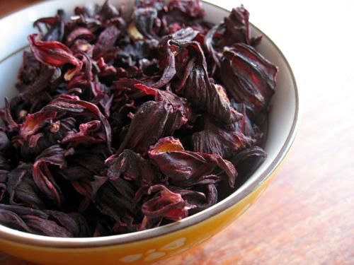 Chá de hibisco, canela e gengibre emagrece 1