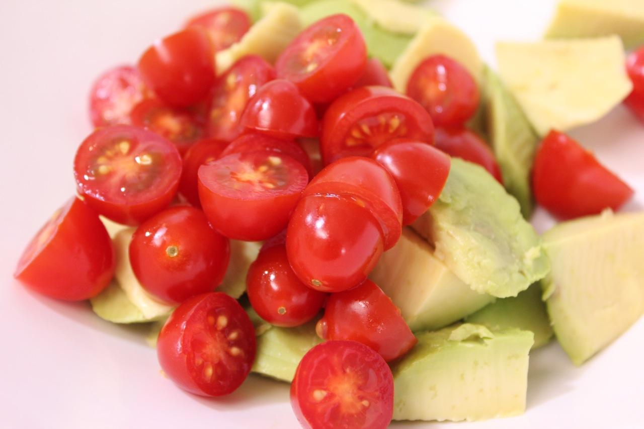 Salada de abacate com tomate e cebola 1