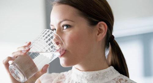 É saudável beber líquidos durante a refeição? 1