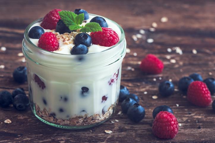 Receita de taça de iogurte com laranja e chocolate - Iogurte Grego